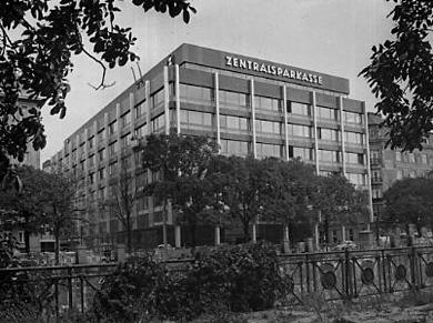 Das Zentralsparkassengebäude in der Vorderen Zollamtsstraße